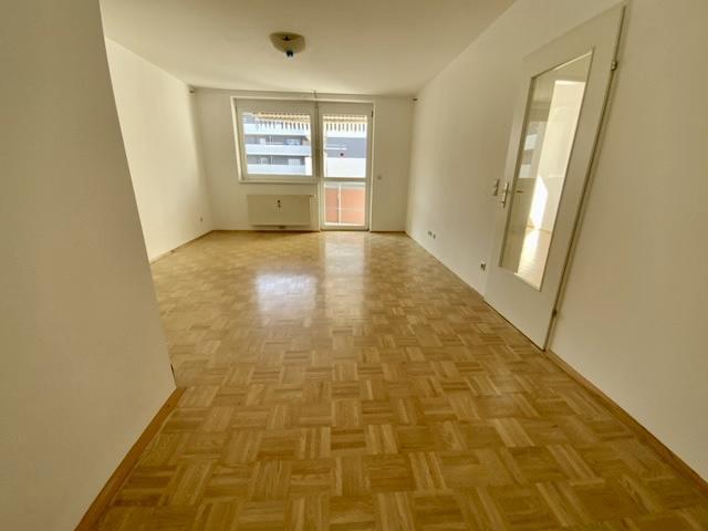 Großzügige 4-Zimmer-Wohnung mit Tiefgaragenparkplatz!
