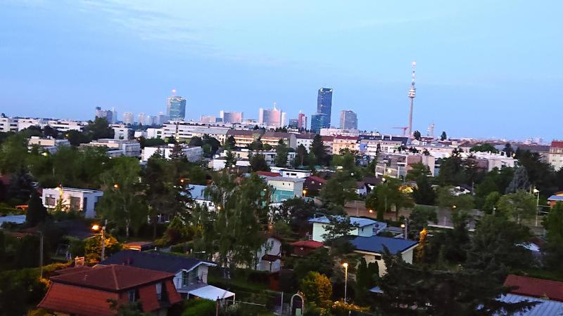Dachgeschoßwohnung mit unverbaubaren Fernblick über ganz Wien!