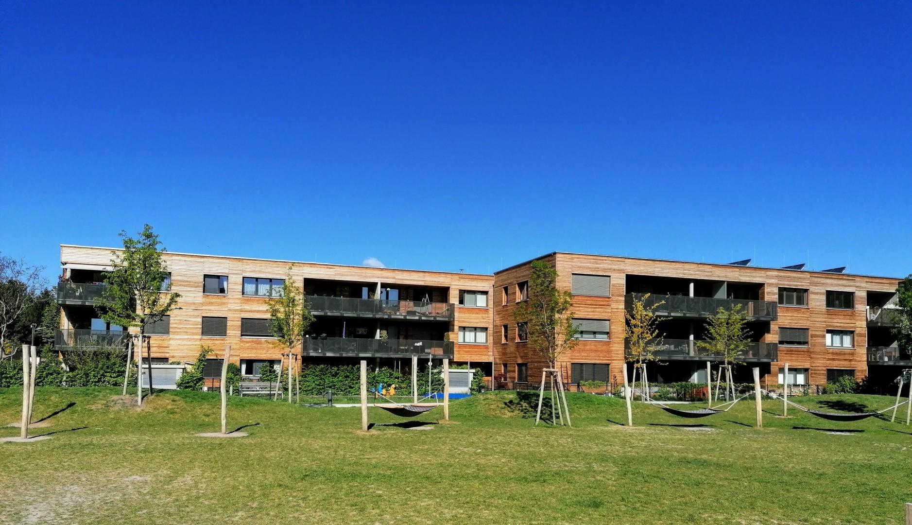 Neuwertige Eigentumswohnung mit Loggia & Tiefgaragenplatz !!