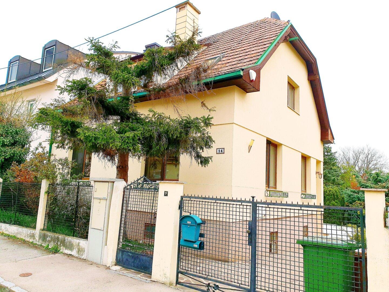 Einfamilienhaus mit Schwimmbad + Wintergarten in Top Lage!