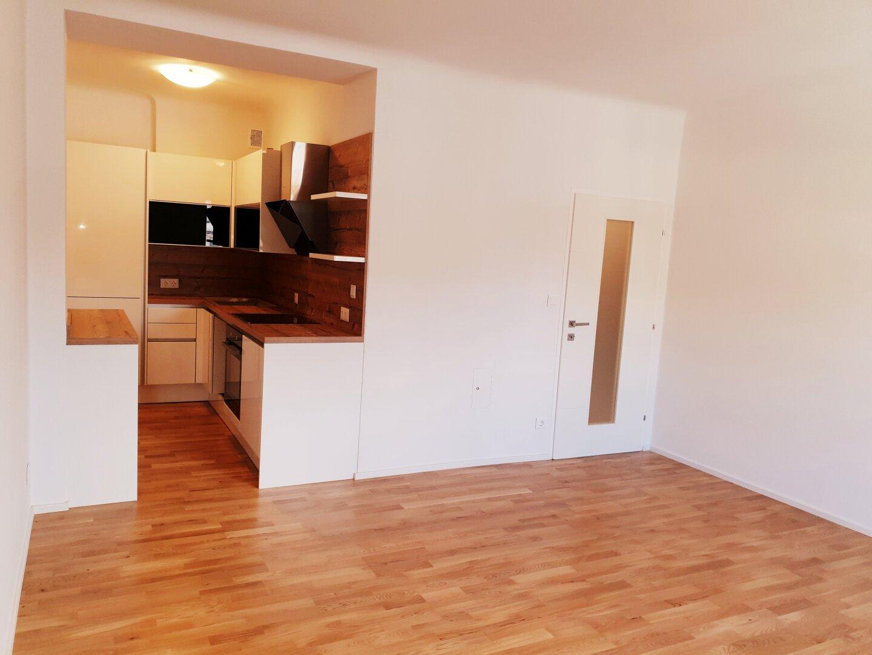 Zwei - Zimmer Mietwohnung mit Loggia & neuer Küche!