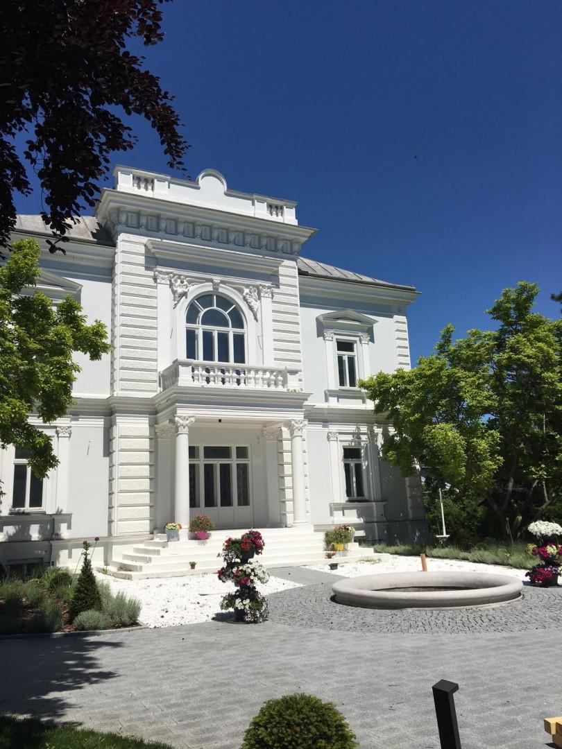 Schöne Architektenvilla mit traumhaften Garten in Baden!