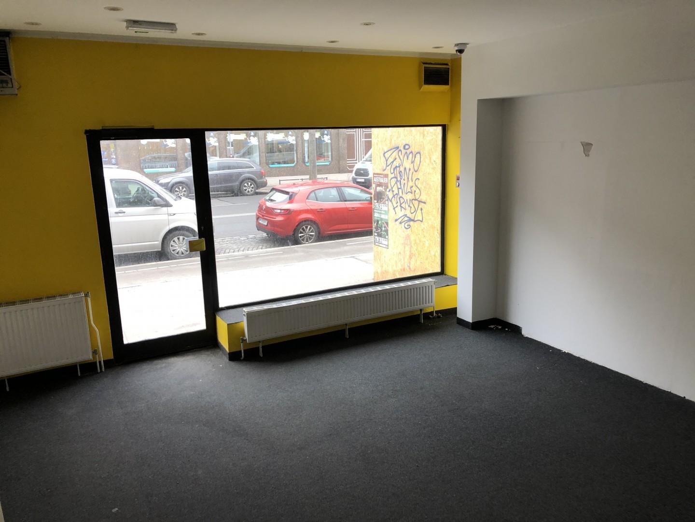 Kleines Geschäftslokal mit Wohnungswidmung sowie großer Fensterfläche, Klima und Alarmanlage direkt auf der Floridsdorfer Hauptstraße