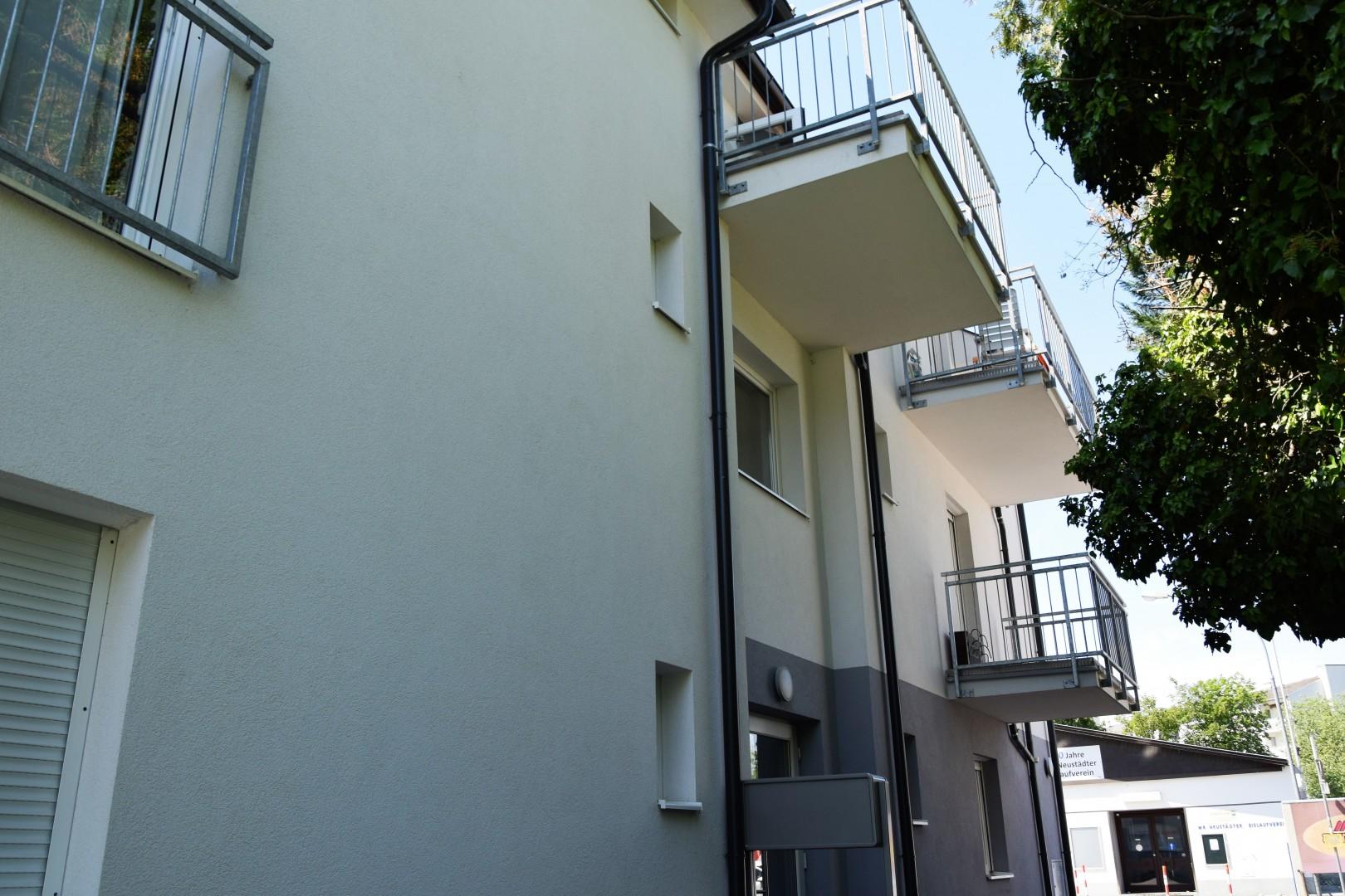 Neuwertige Mietwohnung in guter Lage mit Balkon