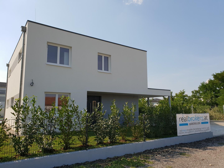 Neues Einfamilienhaus mit Swimmingpool - Provisionsfrei !