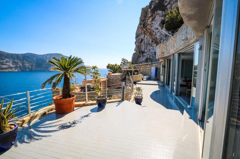Geräumiges Luxus-Appartement in Traumlage  über der Bucht von Port D` Andratx