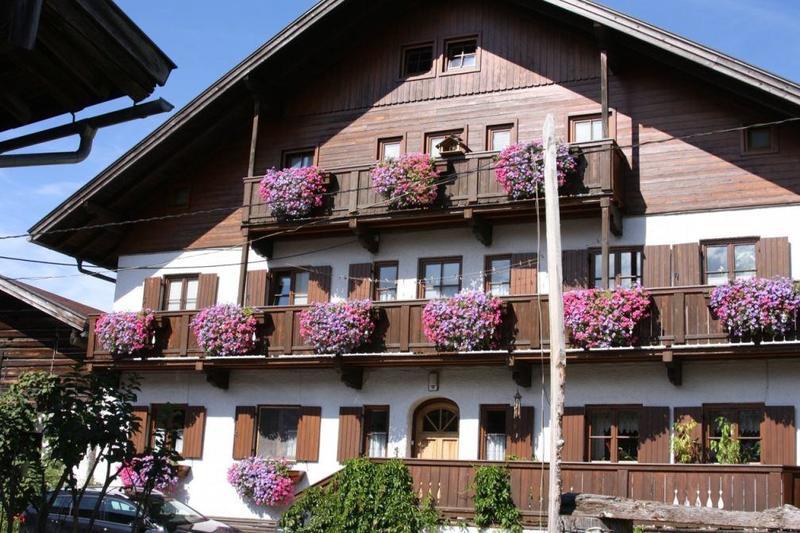 Bruck/Glstr.: Großes Grundstück mit Bauernhaus und Stallgebäude nahe Zell am See